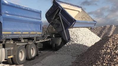 На стройплощадки доставляем любые объемы  инертных материалов